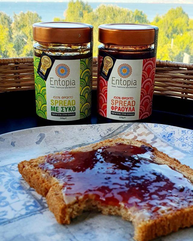 Βιολογικό ψωμί σίκαλης, ταχίνι ολικής άλεσης και spread σύκο ή φράουλα Entopia χωρίς προσθήκη ζάχαρης ή άλλων γλυκαντικών, χωρίς πηκτίνες και χωρίς συντηρητικά. Αναζητήστε τα! #organic #βιολογικά #nosugaradded #ταχίνι #healthyfood #superfood  #diet #fitness #breakfast #πρωινό #μαρμελάδα #brunch #jam #handmade #athome #freefrom #eathealthy #διατροφη